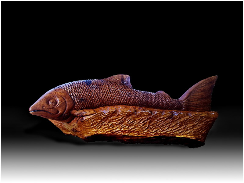 Chainsaw carving salmon bench