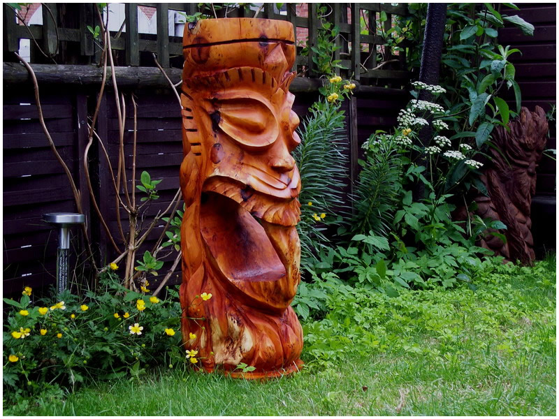 picture of tiki carving